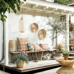 outdoor cushions & poufs